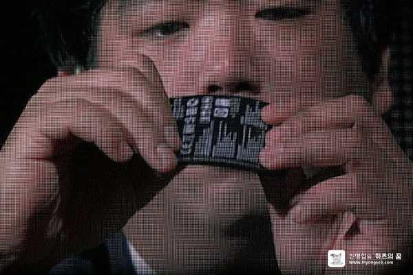 LG G Flex il primo video unboxing del telefono curvo flessibile