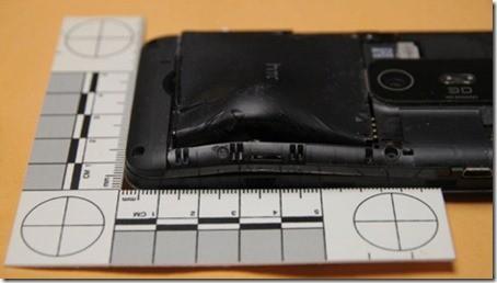 Telefono Anti proiettile la batteria dell HTC Evo 3D salva la vita
