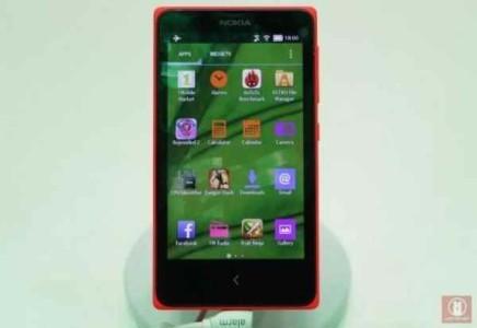Nokia X con diverse interfacce al MWC 2014 Nova Launcher