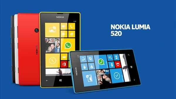 """Come impostare una sveglia su Nokia Lumia 520 Per impostare la sveglia e la suoneria da avere come allarme al mattino su Nokia Lumia 520, ecco come fare: 1. Nella schermata Start passate il dito verso sinistra e toccate Sveglie. 2. Toccate l'icona con il + per aggiungere una nuova sveglia. 3. Inserire i dettagli della sveglia, impostare l'ora e toccare l'icona col floppy per salvarla. Perch? suoni la sveglia, il telefono deve essere acceso e il volume sufficientemente alto, anche perch? altrimenti rischiate anche di non sentirla e quindi di rimanere a letto! Potete vedere rapidamente l'ora della successiva sveglia attiva se l'applicazione Sveglie ? stata aggiunta alla schermata Start. Il riquadro deve essere almeno di medie dimensioni. Per disattivare una sveglia , impostare la sveglia su Spenta mentre per eliminarne una, toccate la sveglia, quindi premete sull'icona a forma di cestino. Infine per ritardare il momento del risveglio, ? possibile posporre la sveglia, quando suona, toccando posponi. Aggiornare l'ora e la data automaticamente su Nokia Lumia 520 ? possibile configurare il Nokia Lumia 520 affinch? aggiorni automaticamente ora, data e fuso orario, utilizzando la connessione internet. Questo servizio potrebbe non essere disponibile a seconda della regione o dell'operatore di servizi di rete. Per abilitare l'aggiornamento automatico della data e dell'orario su Nokia Lumia 520, dalla schermata Start passate il dito verso sinistra, quindi toccare """"Impostazioni"""" e po andate su """"data e ora"""". Impostare Imposta automaticamente su S? . Aggiornare l'ora e la data manualmente su Nokia Lumia 520 Se invece volete cambiare manualmente la data e/o l'ora sul Nokia Lumia 520, allora impostate l'opzione """"Imposta automaticamente"""" su No , quindi modificare l'ora e la data da soli. Se scegliete la modalit? manuale, ricordate sempre di aggiornare il fuso orario quando viaggiate all'estero e per farlo, una volta impostata la voce """"Imposta automaticamente"""" su No , toccate """"Fuso o"""