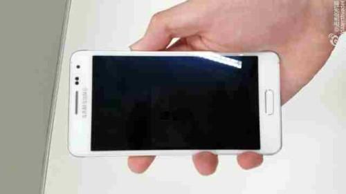 Samsung Galaxy Alpha bianco Anteprima foto rubate da un rivenditore caratteristiche dettagliate