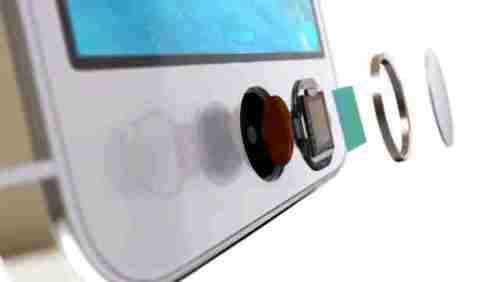 Il Touch ID la funzione che ho apprezzato di pi su iPhone 5s prima e iPhone 6 dopo Un metodo veloce per sbloccare liPhone e relativamente sicuro Ma quando riavviate il vostro iPhone 5s 0 iPhone 6 il lettore di impronte digitali Touch ID non funzione e dovete inserire la classica password In realt il lettore Touch ID funziona sempre e la spiegazione del perch ogni volta che si riavvia liPhone 6 e liPhone 5s bisogna inserire la password e non funziona il lettore di impronte la seguente Perch il lettore di impronte non funziona quando riavvio liPhone Il lettore di impronte Touch ID non memorizza le immagini della vostra impronta digitale Memorizza solo una rappresentazione matematica della vostra impronta digitale Non possibile che la vostra immagine reale delle impronte digitali siano decodificate da questa rappresentazione matematica iPhone 6 iPhone 5s include anche una nuova architettura di sicurezza avanzata chiamata lEnclave sicuro allinterno del chip A7 che stato sviluppato per proteggere i codici di accesso e le impronte digitali I dati di impronte digitali vengono crittografati e protetti con una chiave disponibile solo per lEnclave sicuro I dati di impronte digitali sono utilizzati solo dal Enclave per verificare che limpronta digitale corrisponde ai dati relativi alle impronte digitali iscritti LEnclave fuori dal resto del chip A7 e dal resto di iOS Pertanto i dati delle impronte digitali non sono mai accessibili da iOS o altre applicazioni mai memorizzati sui server di Apple e non viene mai eseguito il backup su iCloud o in qualsiasi altro luogo Solo il lettore di impronte Touch ID lo usa e non pu essere utilizzato per confrontare le altre banche dati di impronte digitali Quindi dipende tutto dallenclave che per poter funzionare deve essere sbloccato con la password Una volta fatto potrete sbloccare il vostro iPhone 5s o iPhone 6 con le dita tramite lettore di impronte