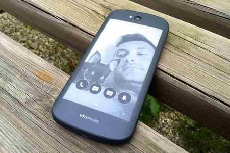 Yotaphone 2 quanto dura la batteria 2500 mah del telefono con 2 display