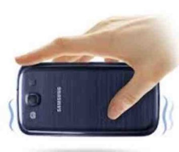 Galaxy S7 vibra improvvisamente quando si prende dal tavolo