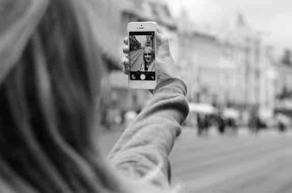 Scattare Selfie a fuoco con Huawei P Smart Le istruzioni per fare celocemente un selfie perfetto con telefono Android Huawei P Smart.